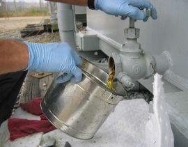 باز کردن شیر تخلیه روغن ترانسفورماتور